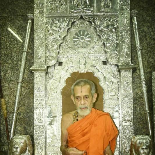 pejavar-swamiji-in-sarvajna-peetha