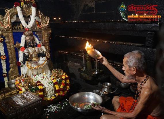 pejavar-swamiji-krishna-pooja
